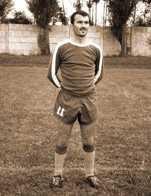 Заре Ивановић у дресу ФК Трстеник, на терену свог клуба.